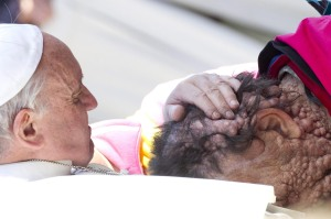 epa03937968 Pope Francis (R) caresses a sick person in Saint Peter's Square at the end of his General Audience in Vatican City, 06 November 2013.  EPA/CLAUDIO PERI