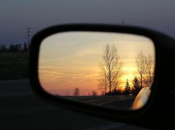 1024px-Car_side_mirror_sunset