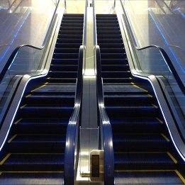 Escalator_in_Japan_(6394120847)